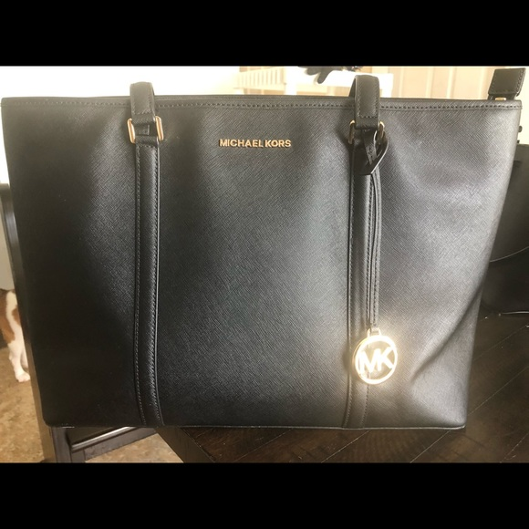 Michael Kors Handbags - Michael Kors Large Sady Saffiano Carryall